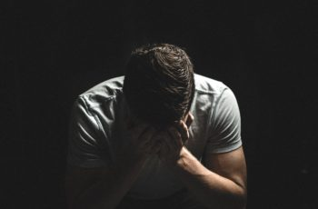 guy-2617866_960_720-350x230 Vítima de Violência Doméstica: O que fazer?