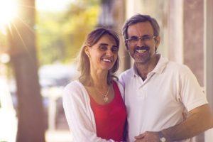 couple-2070065__340-300x200 Viver em Portugal como aposentado: o guia absolutamente completo