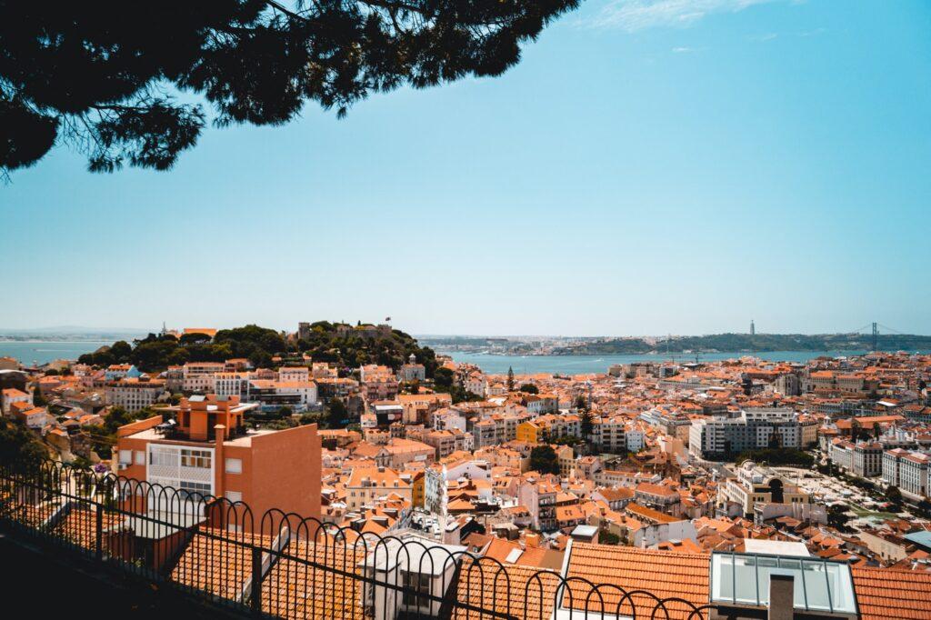 photo-1578859651203-c7126a106b59-1024x682 Principais alterações da Lei de Imigração em Portugal – Lei 29/2012 de 09 de Agosto