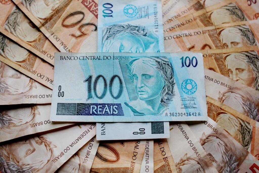 bank-notes-banknotes-bills-cash-259103-1024x683 Segurança Social: conheça o acordo internacional entre Portugal e Brasil