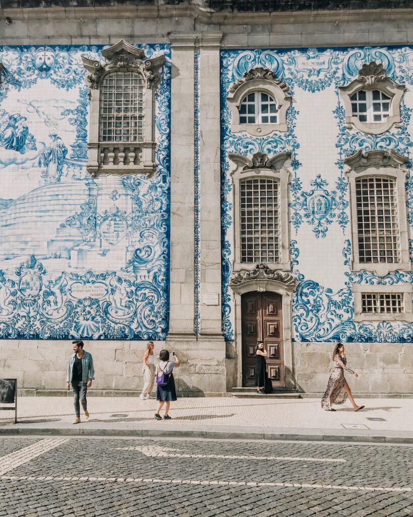 pexels-tiff-ng-3130809-819x1024 Casou com português antes de 1981? Saiba como requerer sua nacionalidade portuguesa pela Base X